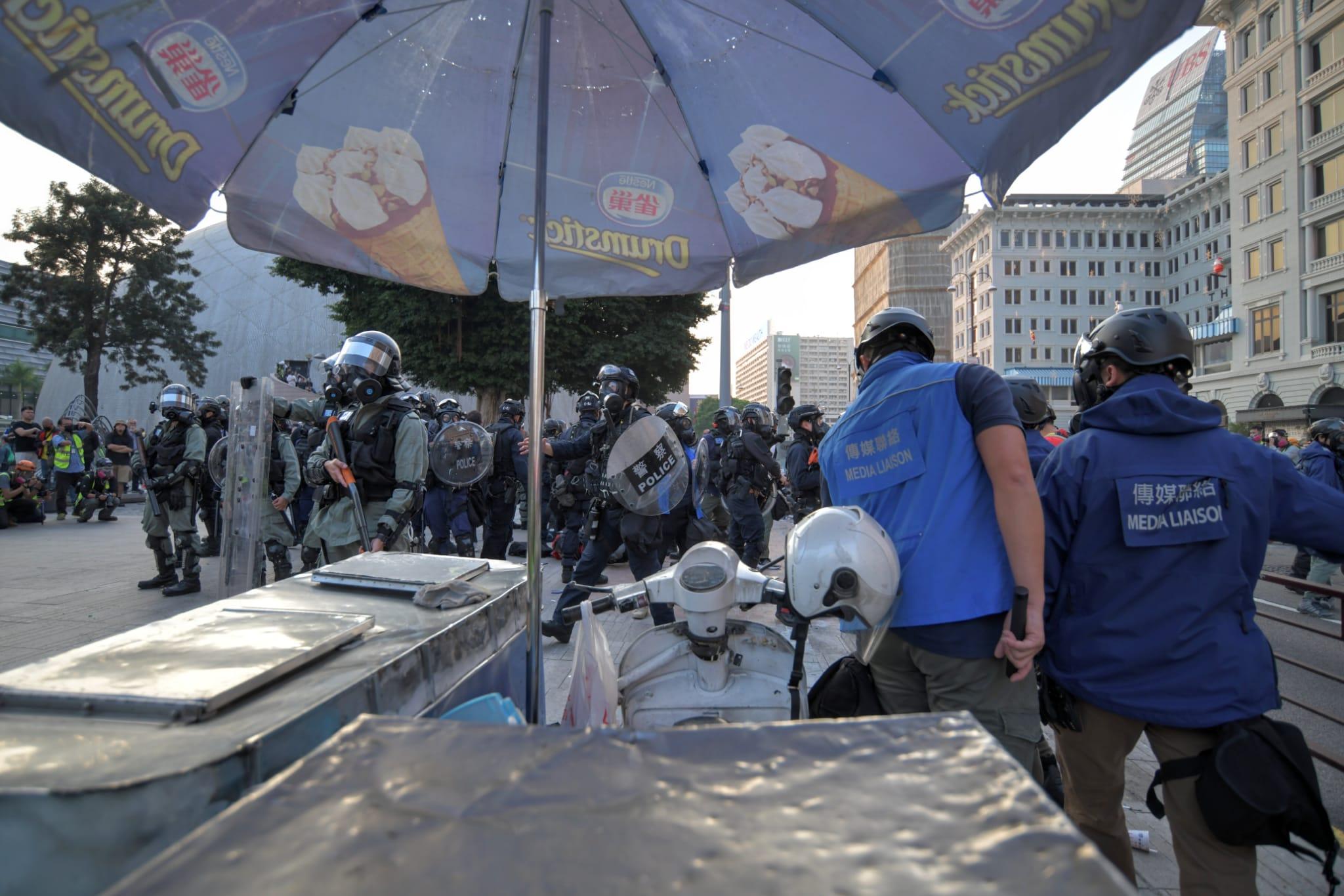 【修例風波】警方尖東多次射催淚彈彌敦道驅散示威者 多人被制服