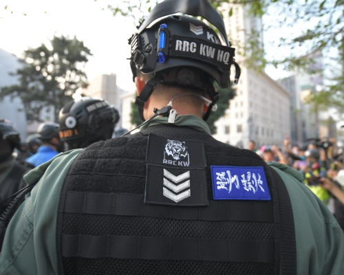【Kelly Online】區選後首場大遊行 防暴警背心貼「警察勁揪」