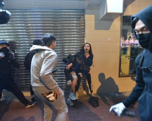 【修例風波】黃埔男女與示威者口角 男子遭「私了」圍毆
