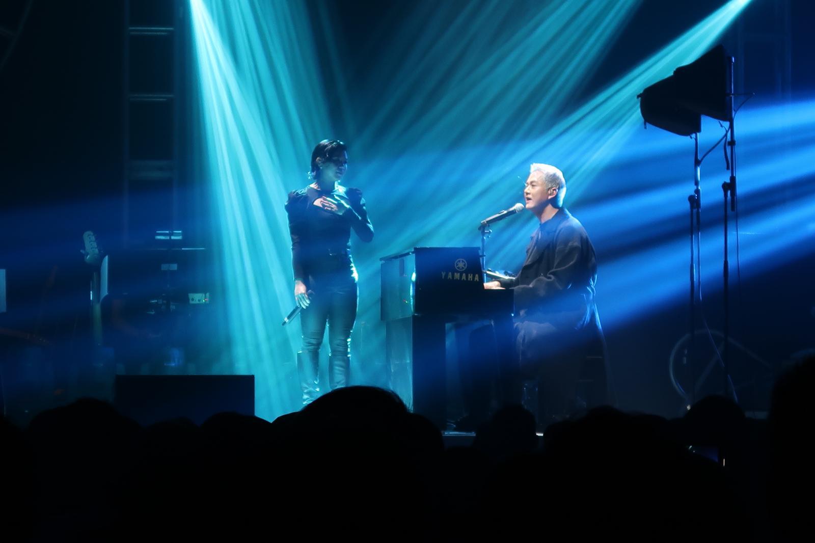 藍奕邦創作新曲《強弱》時明白到人有軟弱的時候,感謝鄧小巧迎接其痊癒及讓他回到舞台與幕前。