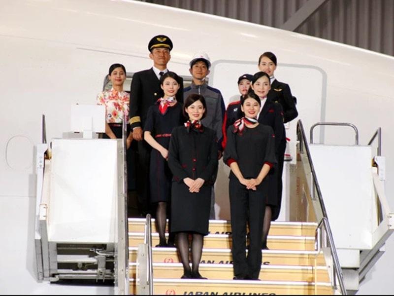 日本航空公司將在2020年4月,首次引入女性褲裝制服。網圖