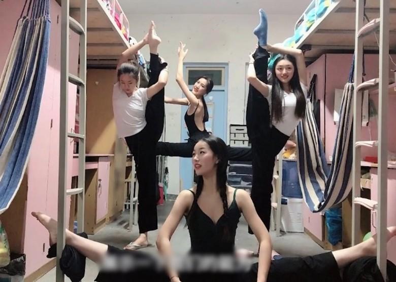 舞蹈專科女生高難度拍照。網上圖片