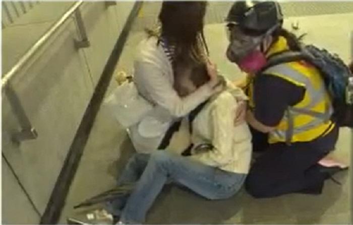 婆婆被防暴警推跌,回家後感暈眩。Now新聞圖片