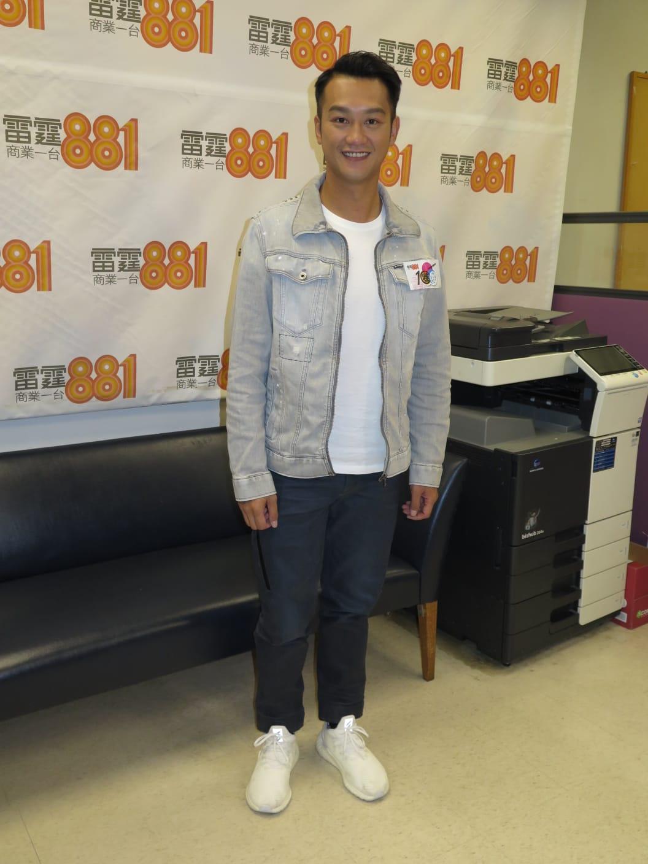 吳浩康到電台宣傳新歌《愛沒懷疑》。