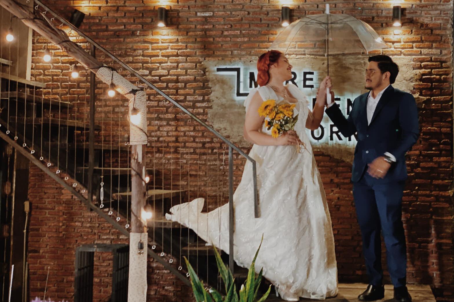 新娘與新郎舉行婚禮。網上圖片