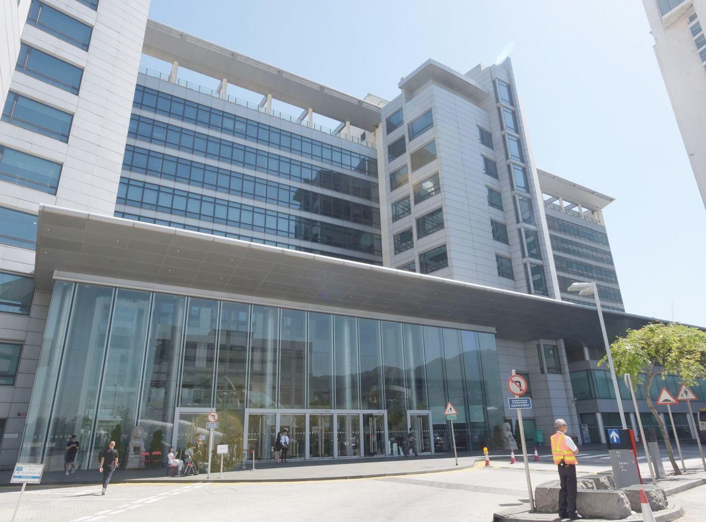在病毒可傳染期間,男子曾到國泰城二樓一間診所。資料圖片