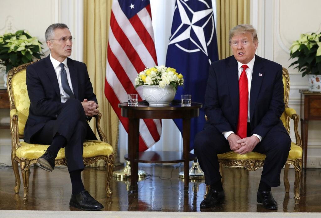 特朗普與北約秘書長斯托爾滕貝格會面。AP圖片