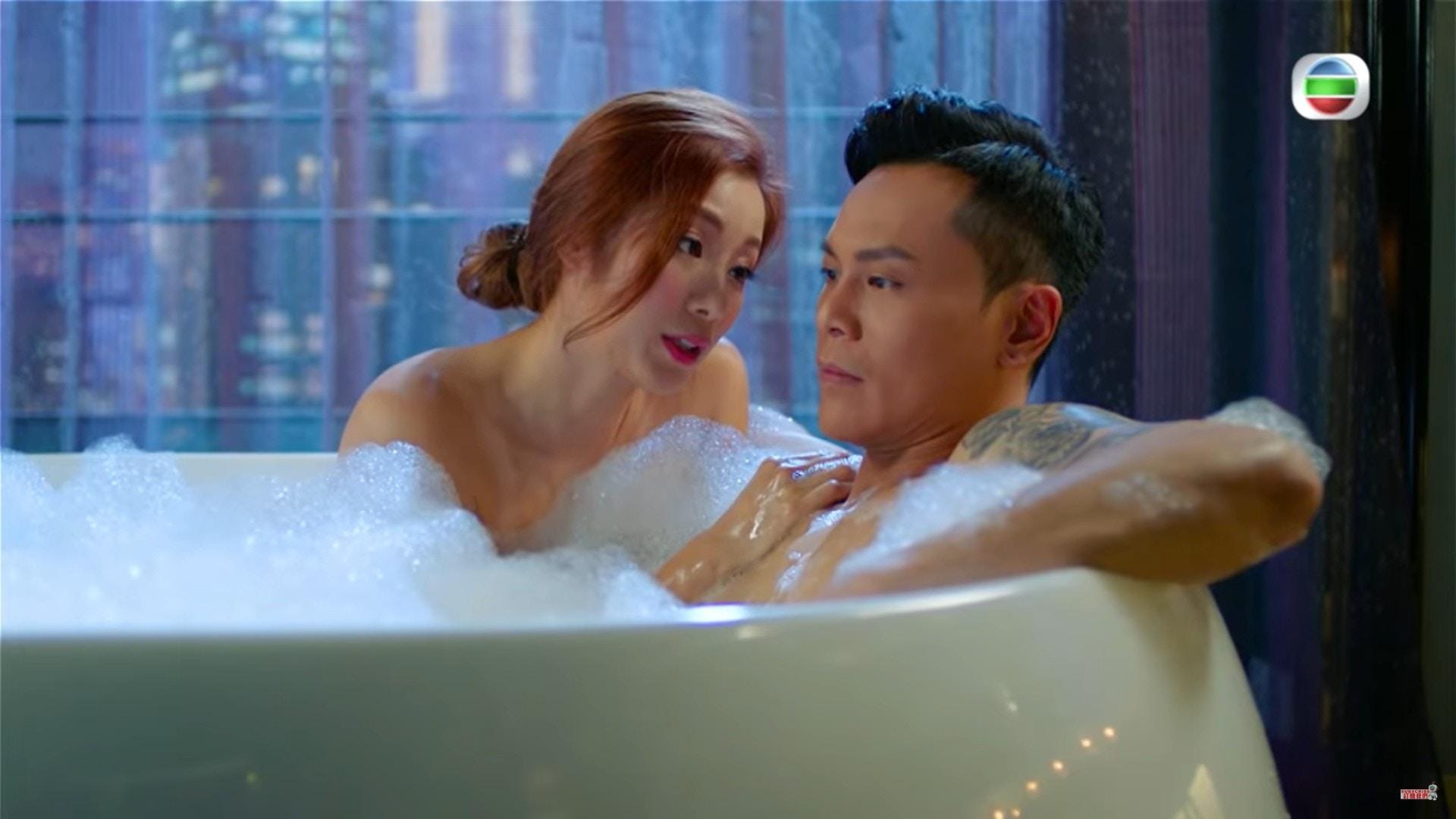 露背Sexy 《解決師》中楊柳青最爆肯定係這場大露背超Sexy出浴戲。
