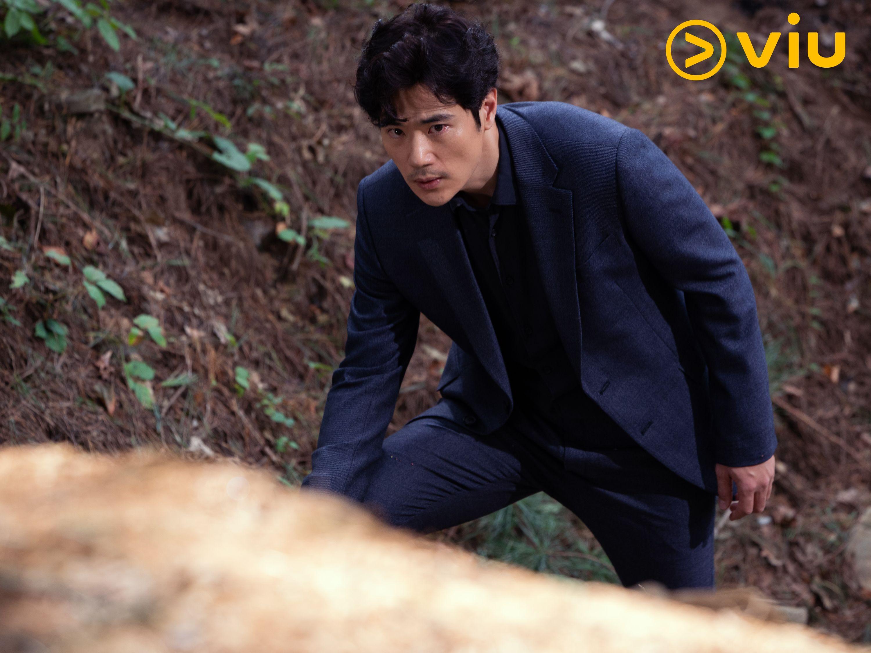 金康宇飾演警察。