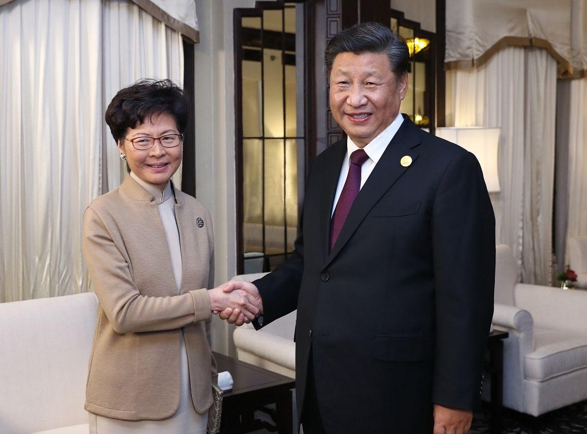 林鄭本月中將往北京述職,預料十六日分別獲國家主席習近平、國務院總理李克強接見。新華社圖片