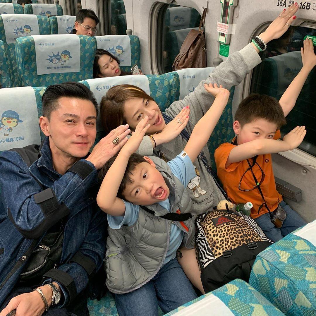 為慶祝結婚14周年紀念,近日黃浩然一家四口飛去台灣旅行。