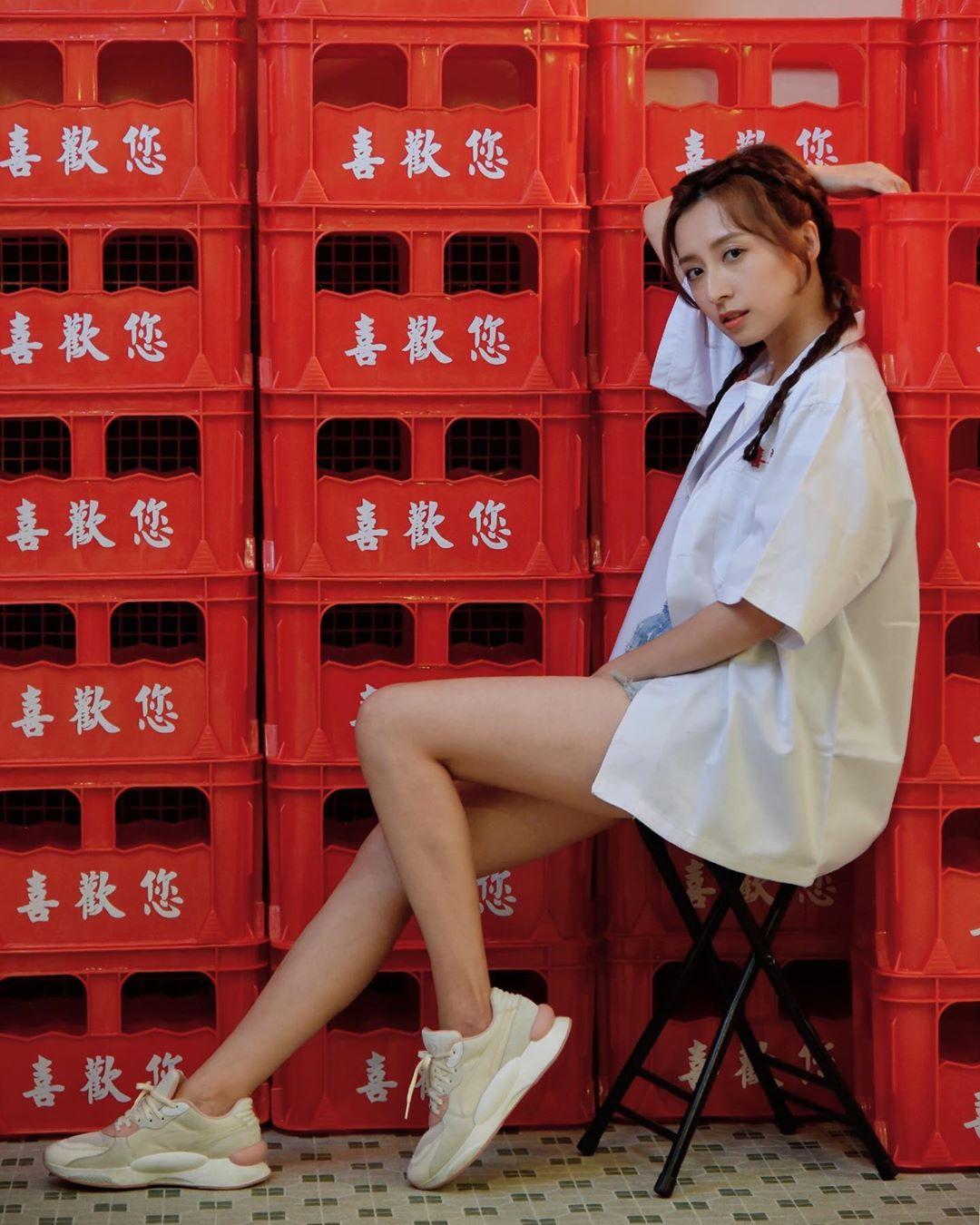龔嘉欣為宣傳新店騷玉腿。