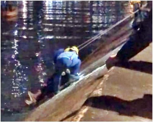 14歲仔校內結怨 遭兩男推落林村河腳傷