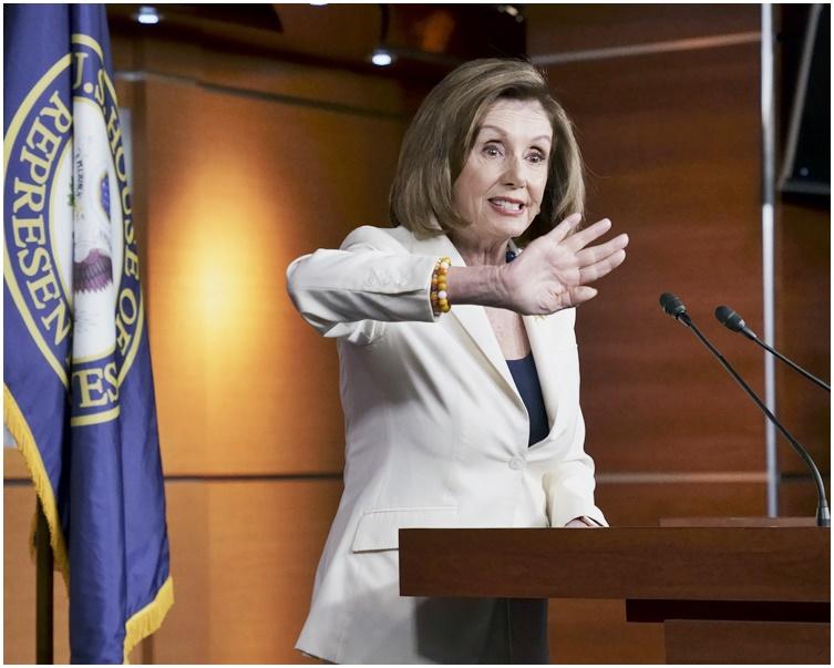 佩洛西批評特朗普「觸犯(美國)憲法的核心」。AP