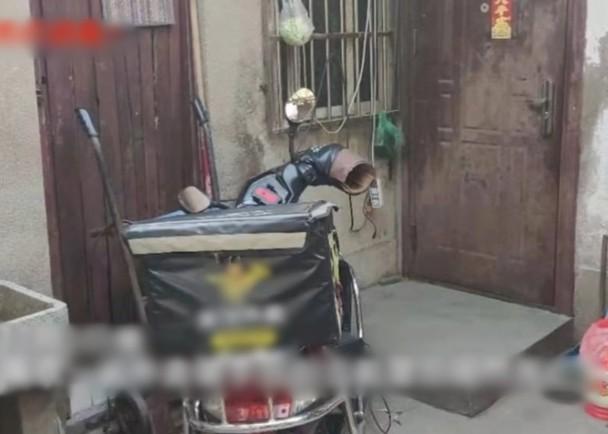 外賣員疑連踩13個鐘過勞猝死。網上圖片