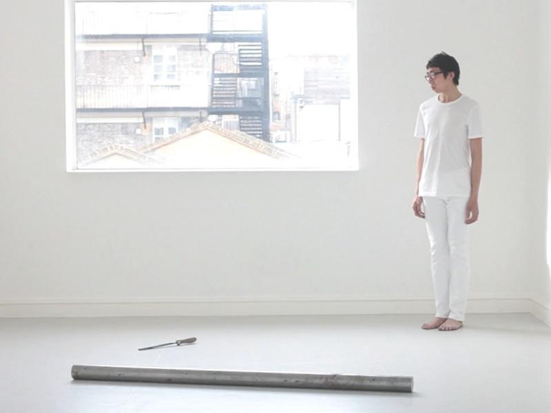 本地藝術家黃榮法一三年開始,形體合一地演繹「鐵杵磨針」。