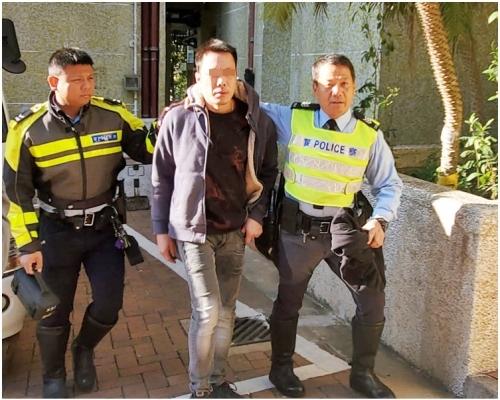 觀塘連撞兩的士8電單車 警憑車牌雲漢邨拘醉駕司機