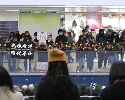 【修例風波】人群淘大商場「和你唱」叫抗議口號