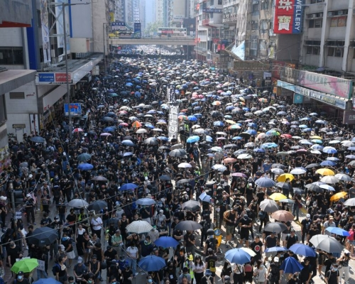 【修例風波】民陣今遊行5000警候命 200「特警」駐守政府建築物