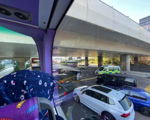 【修例風波】警多區設路障截查 西隧大擠塞