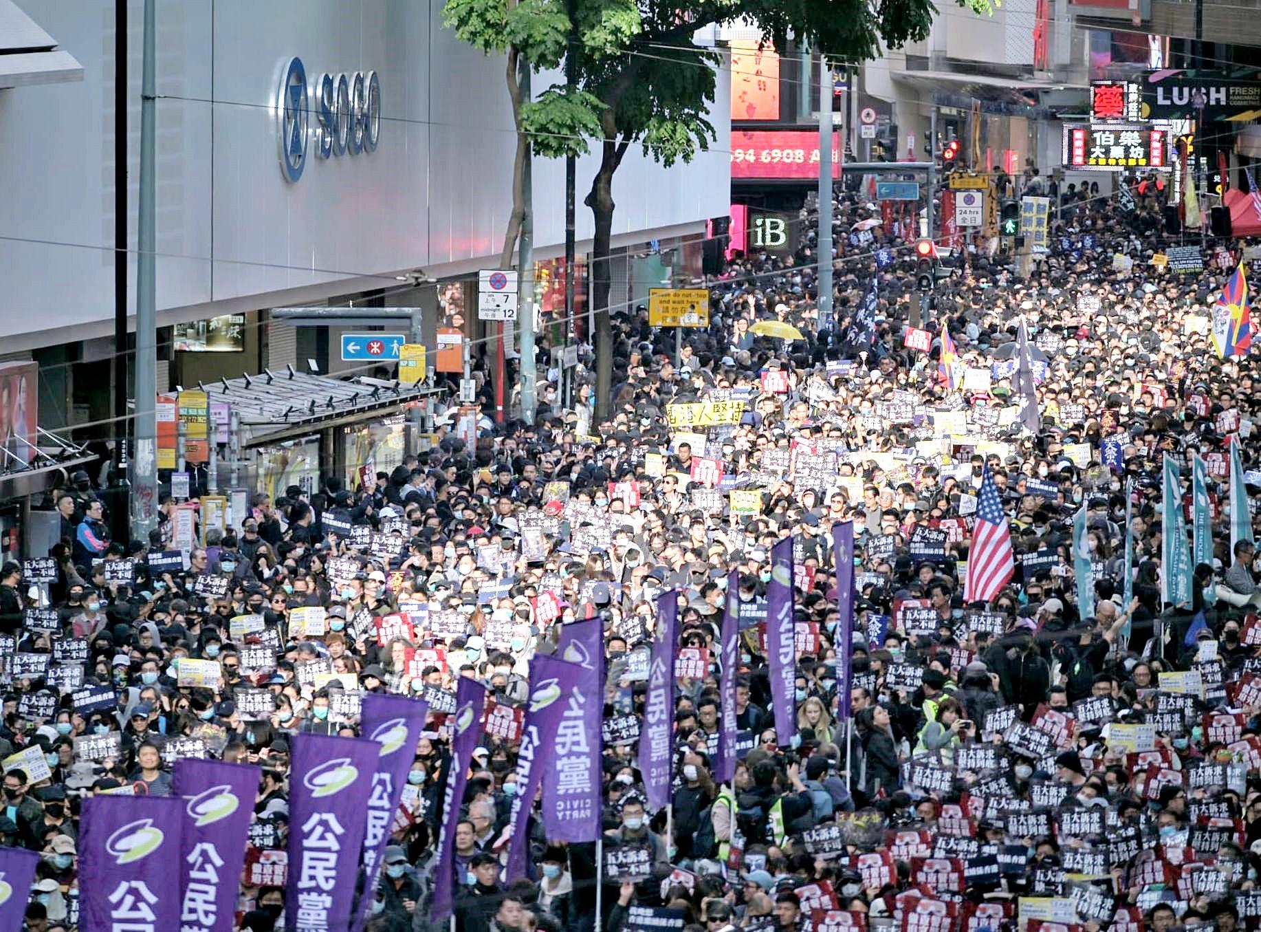 人權監察呼籲警方尊重市民的和平集會、示威和表達權利。