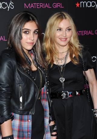 Lourdes與母親Madonna感情很好。