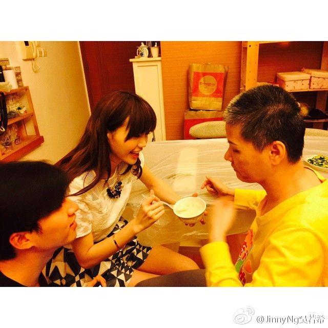 4年前媽媽意外受傷令吳若希好擔心,而且抽空陪伴照料。