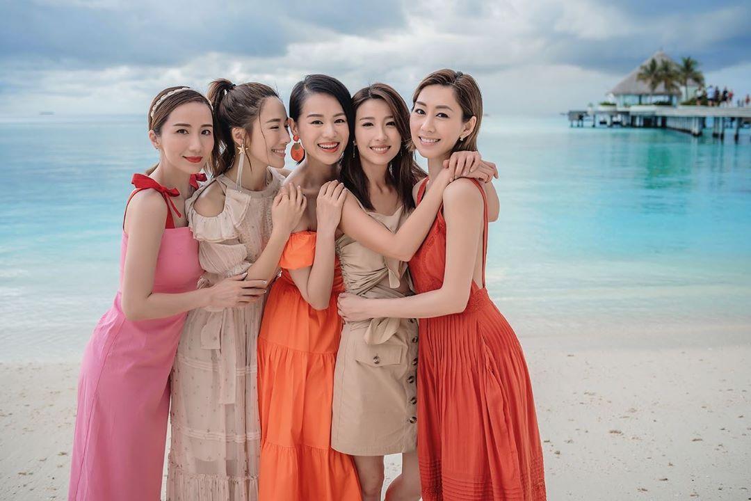 「胡說八道會」5位成員(左起)胡蓓蔚、李施嬅、胡杏兒、姚子羚及胡定欣早前到馬爾代夫度假。