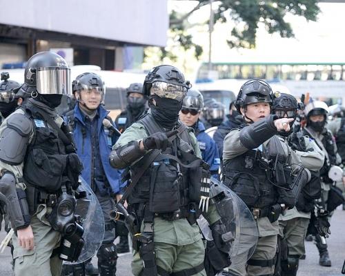 【修例風波】澄清無封路阻遊行人士離開 警:設防線阻堵路