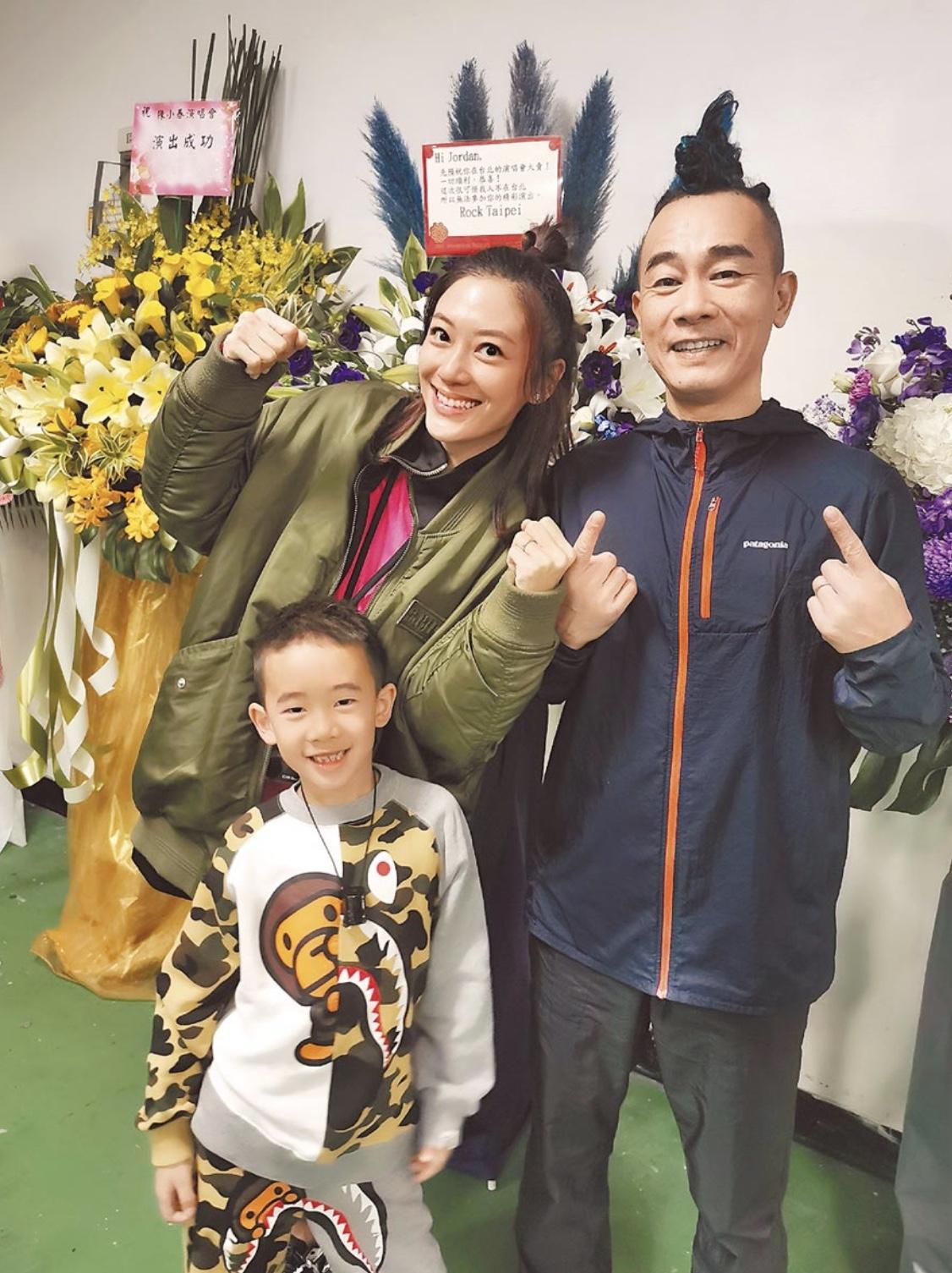 陳小春(右)日前於台北個唱宣布太太應采兒(左)再度懷孕,並已佗B 3個月。