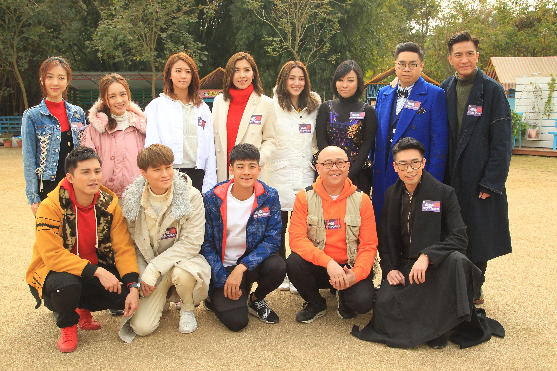 傳蔡思貝(後排左3)、胡鴻鈞(前排左2)拍《降魔的捉妖遊戲》撻著。