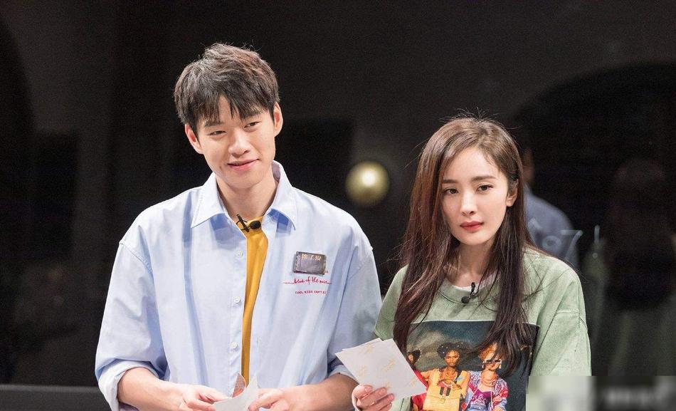 33歲楊冪(右)今年8月跟細兩歲的魏大勛傳譜出「姊弟戀」。