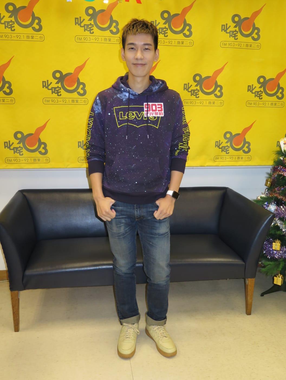 林奕匡今日到商台宣傳新歌《黑方格》。