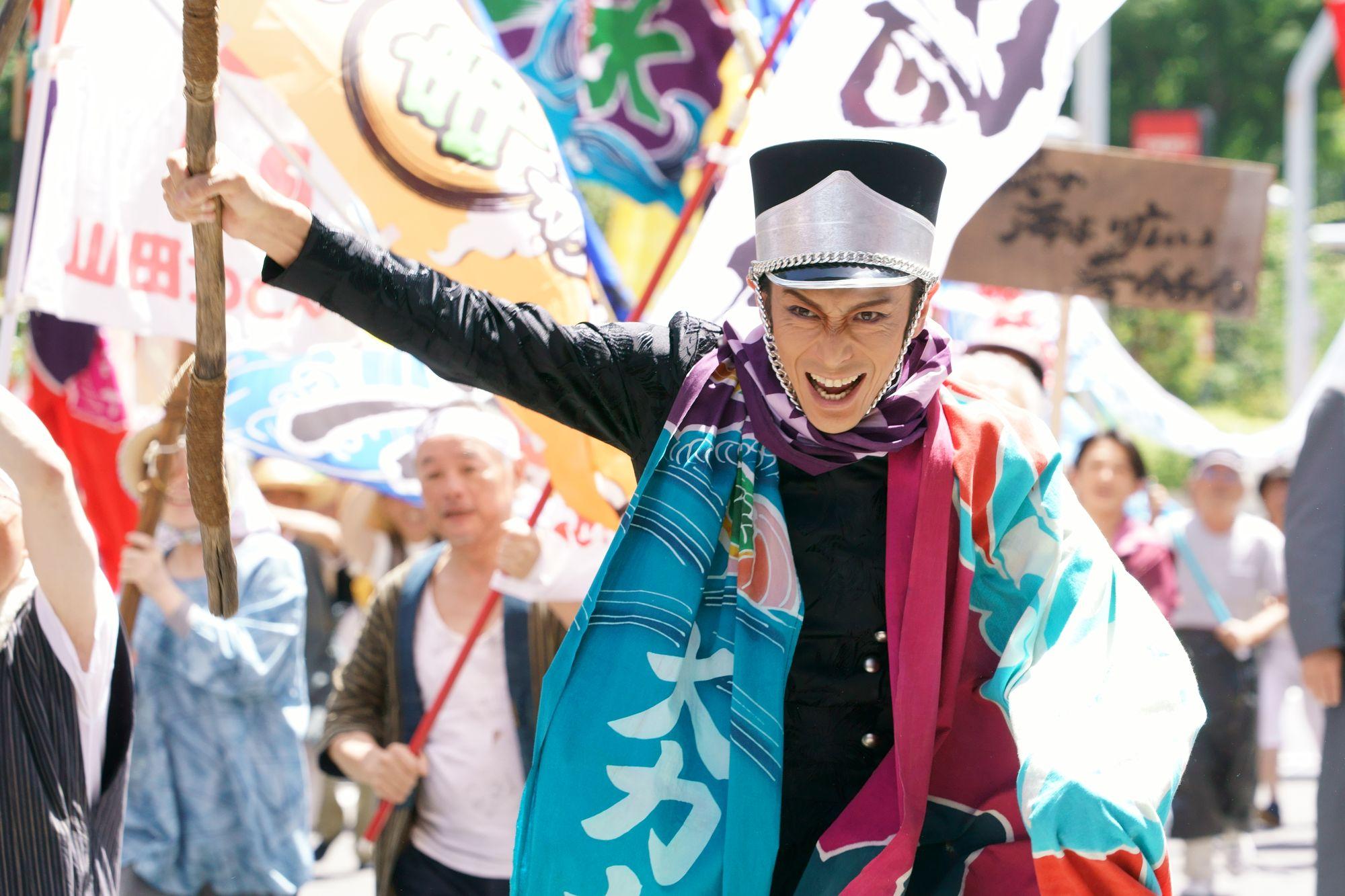 千葉同樣長期被東京壓住,出入亦一樣要通行証,伊勢谷友介是千葉軍團的首領。