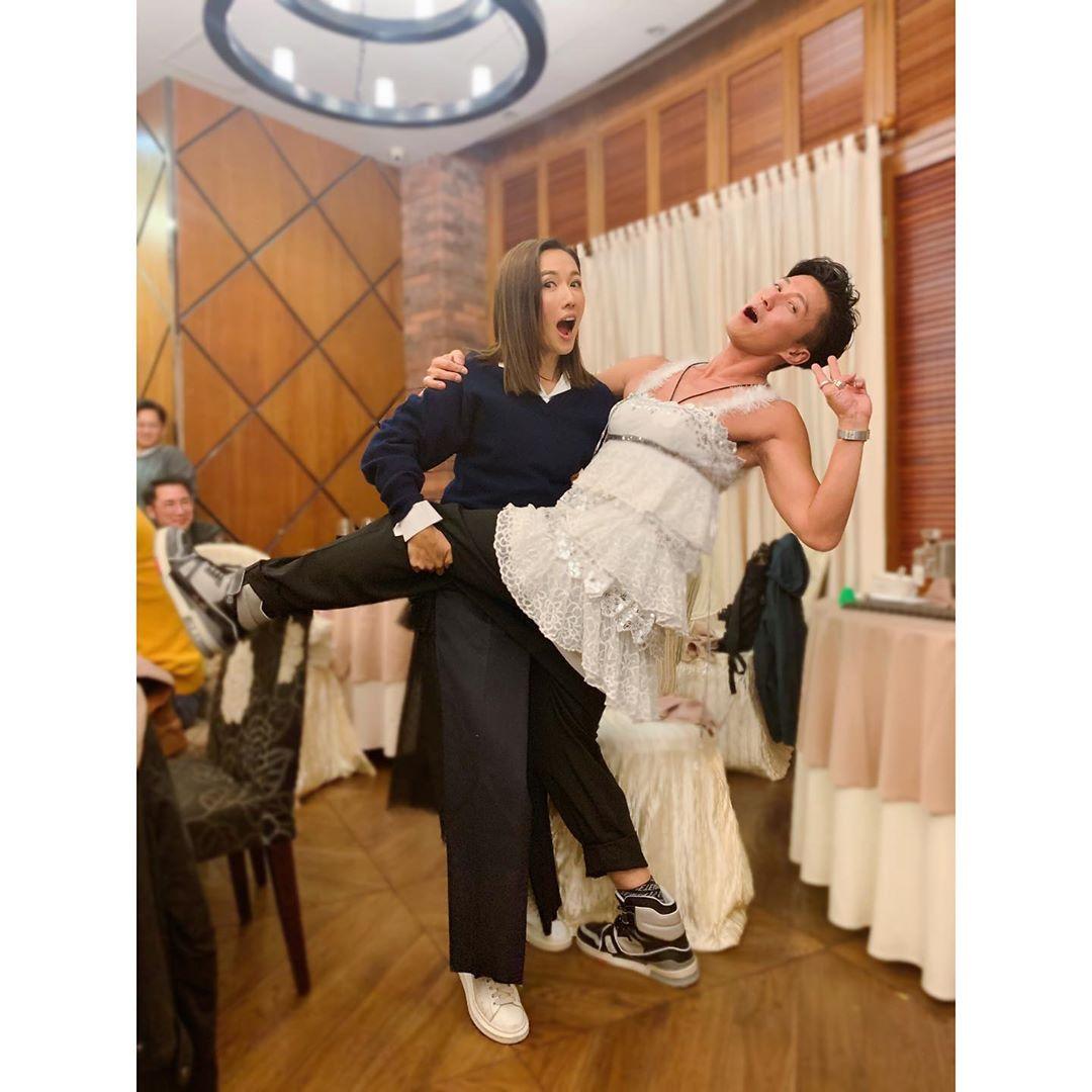 李施嬅同陳山聰玩反串跳熱舞。