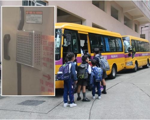 男童跌車外學校主任稱太平門手把被誤觸 保姆車加裝保護罩