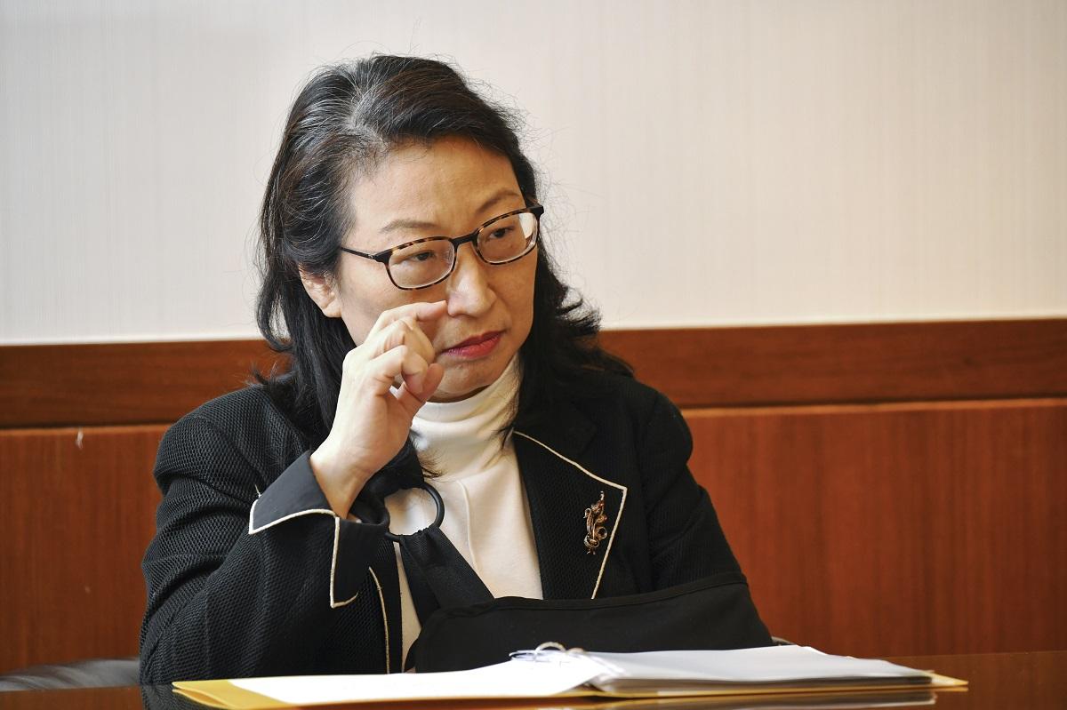 律政司司長鄭若驊否認「被迫留任」。資料圖片