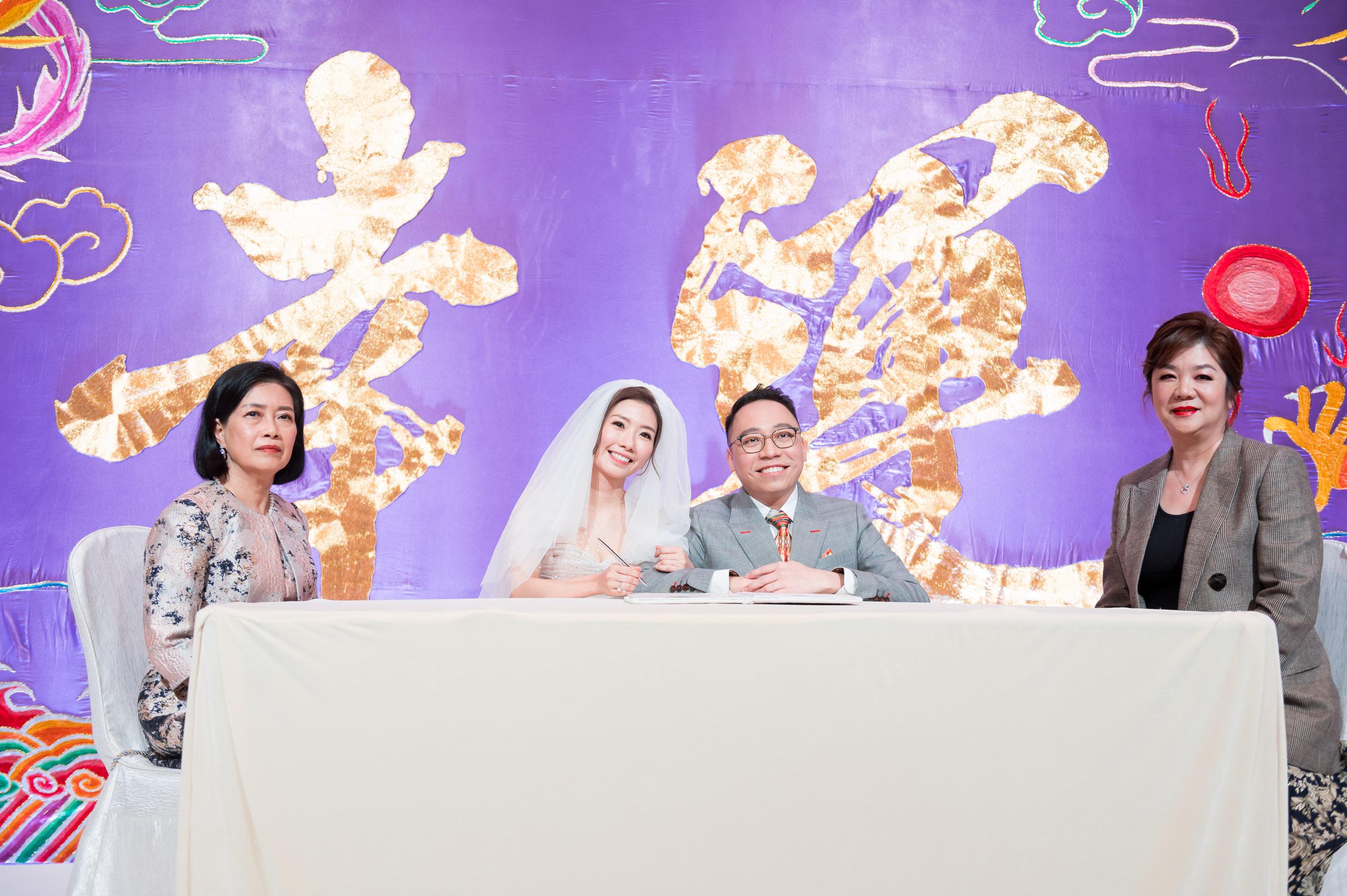 C君與黃天頤正式簽紙,成為夫婦。