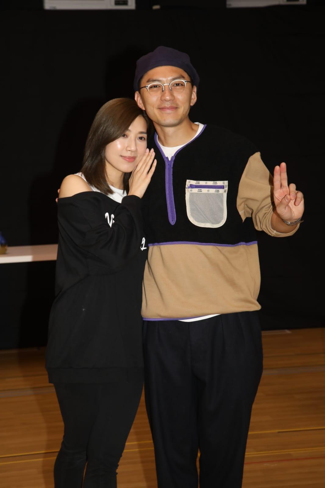 黃智雯在舞台劇中會同袁偉豪跳舞,仲話會有尺度更大嘅肢體接觸。