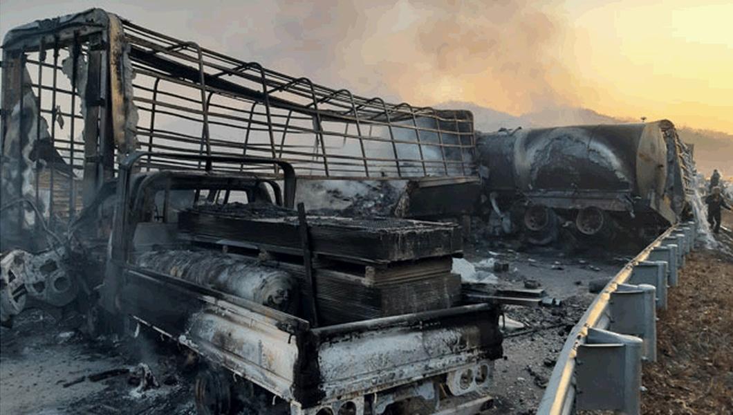 多輛車燒成廢鐵。KBS截圖