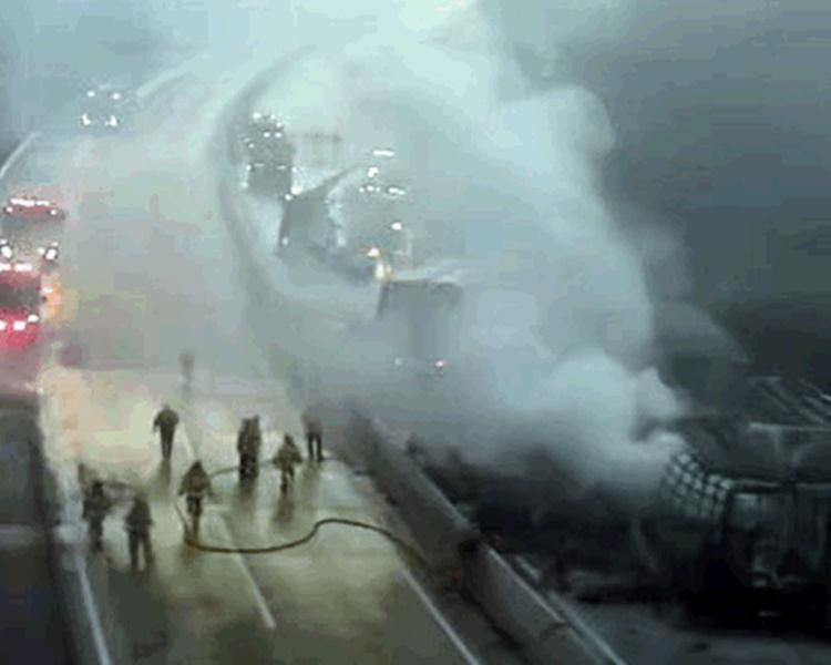 南韩高速公路两宗车祸火烧车 酿7死32伤
