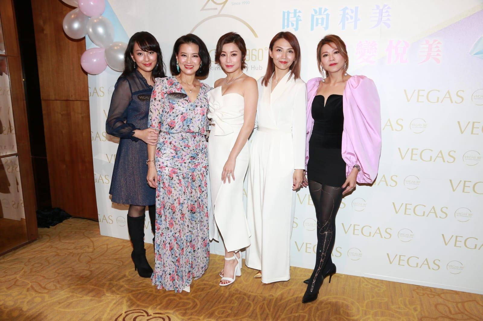 (右起)康子妮、陳樂榣、楊柳青、黎燕珊和女兒劉詠詩今日一同出席活動。