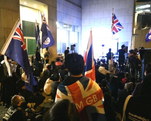 【修例風波】逾百人英領館外集會促終止《中英聯合聲明》 有人呼「港獨」