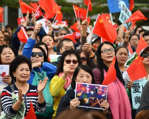 【修例風波】添馬公園反暴力集會 被「私了」受傷市民上台發言