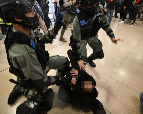 【和你Shop】警沙田新城市廣場拘1男1女 施放胡椒噴霧