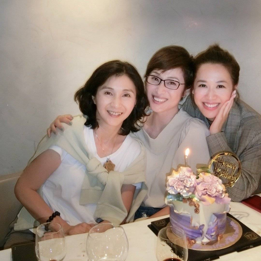 約兩個月前,王愛倫相約陳法蓉(中)、岑杏賢(右)一起慶生。