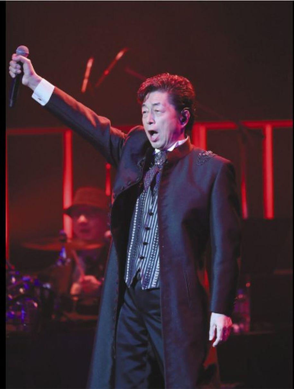 中村雅俊昨晚在東京舉行出道45周年演唱會。