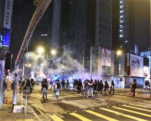 【修例風波】防暴警彌敦道施放多枚催淚彈