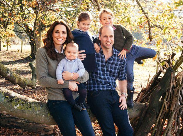 威廉王子一家五口温馨照。