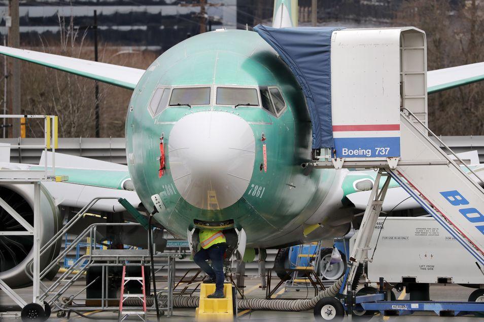 美国波音公司宣布,将于下月起暂停生产「737 MAX」客机。